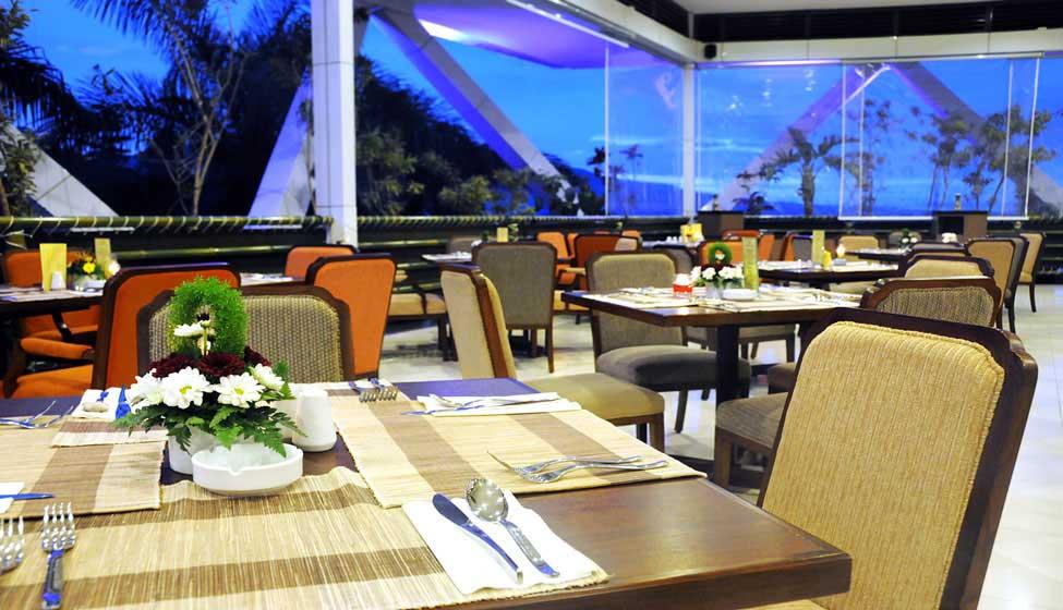 Outlet Flamboyan Cafe - Palace Hotel Cipanas