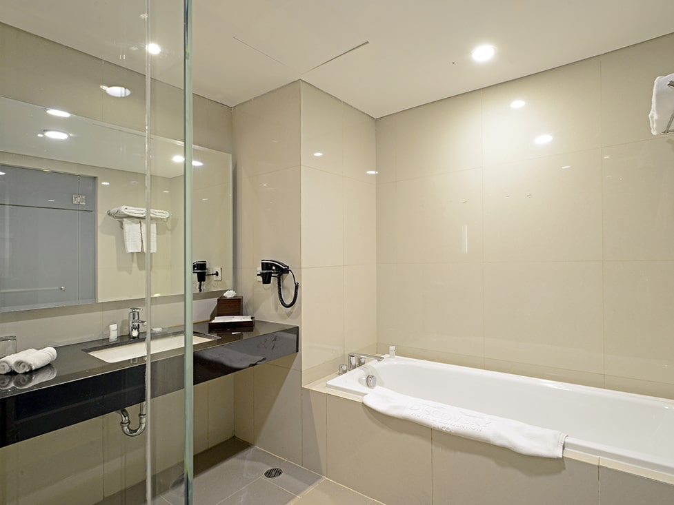 Premier Suite - Bathroom - Discovery Ancol