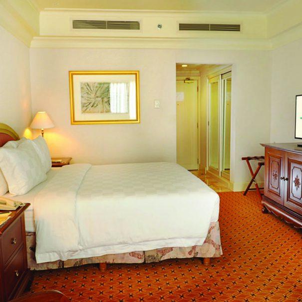HBJ Club Deluxe - Bedroom - Hotel Borobudur Jakarta