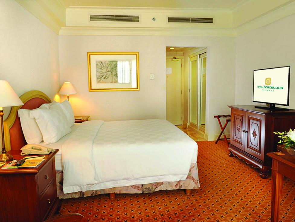 Club Deluxe - Bedroom - Hotel Borobudur Jakarta