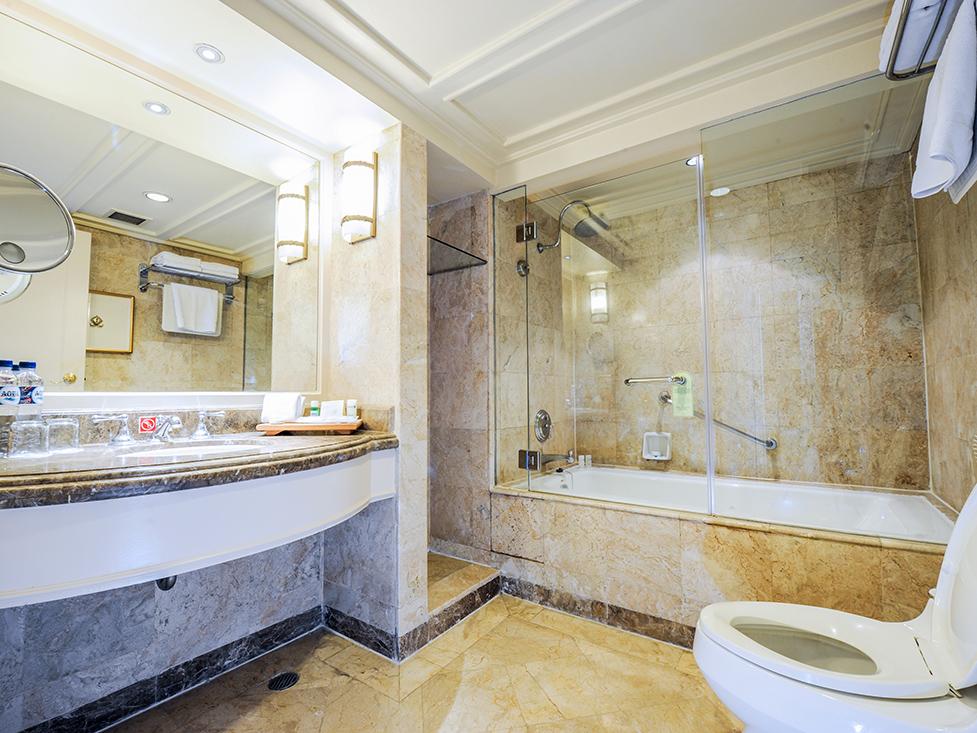 Club Deluxe - Bathroom - Hotel Borobudur Jakarta