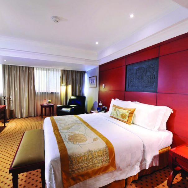 Deluxe Suite - Bedroom - Hotel Borobudur Jakarta