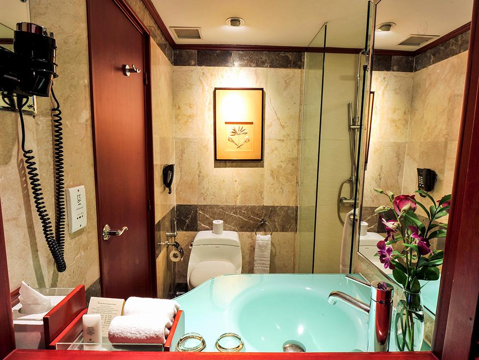 Executive Room - Bathroom - Hotel Borobudur Jakarta