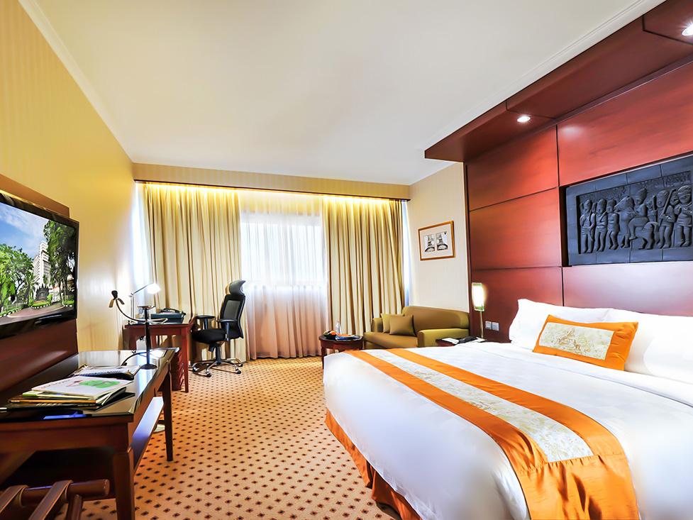 Superior Room - Bedroom - Hotel Borobudur Jakarta
