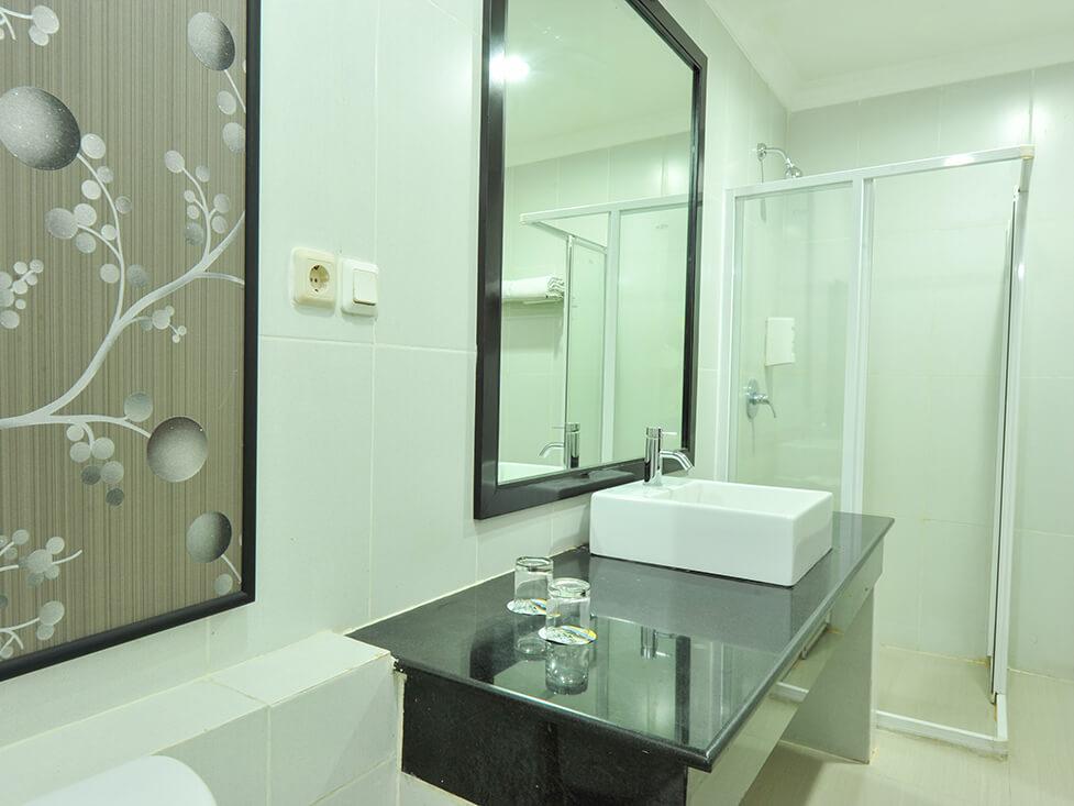 Deluxe Room - Bathroom - Palace Hotel Cipanas