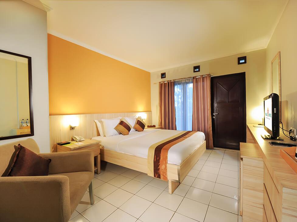 Deluxe Room - Queen Bed - Palace Hotel Cipanas