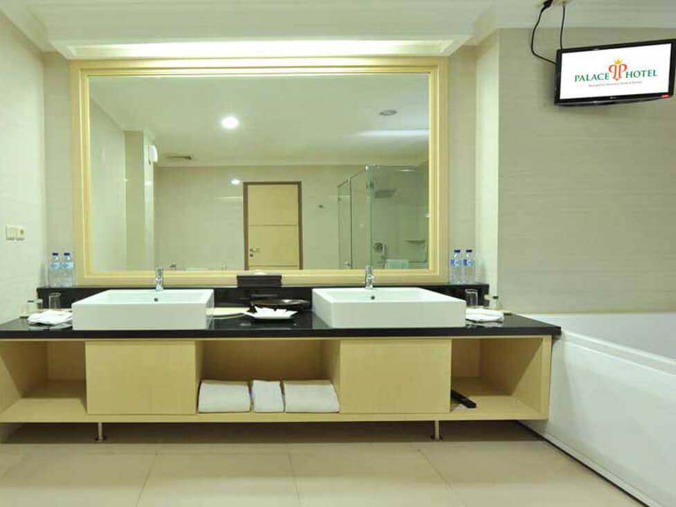 Presidential Suite - Bathroom - Palace Hotel Cipanas