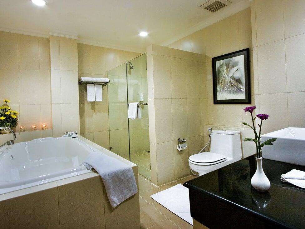 Suite Room - Bathroom - Palace Hotel Cipanas