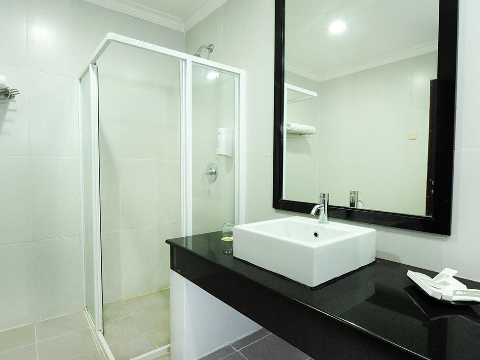 Superior Room - Bathroom - Palace Hotel Cipanas