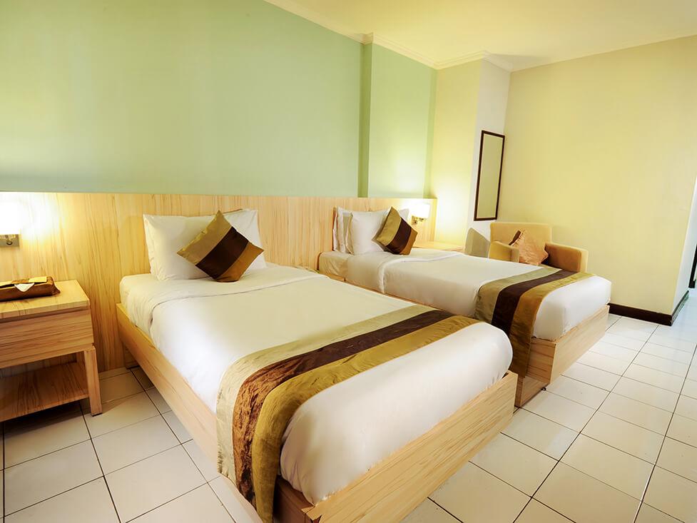 Superior Room - Twin Bed - Palace Hotel Cipanas