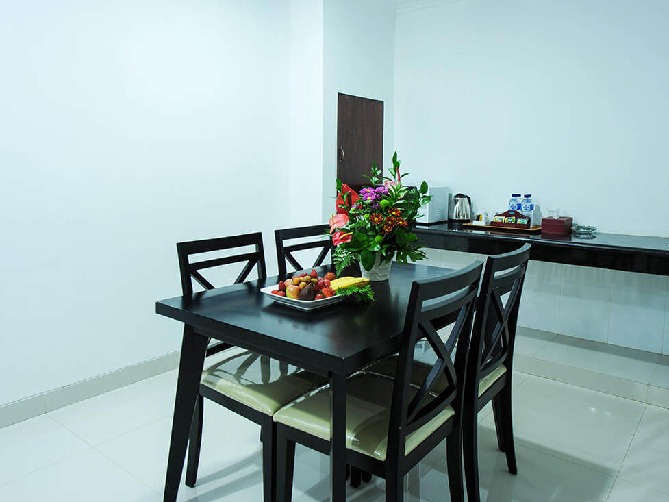 Town House - Dining Room - Palace Hotel Cipanas