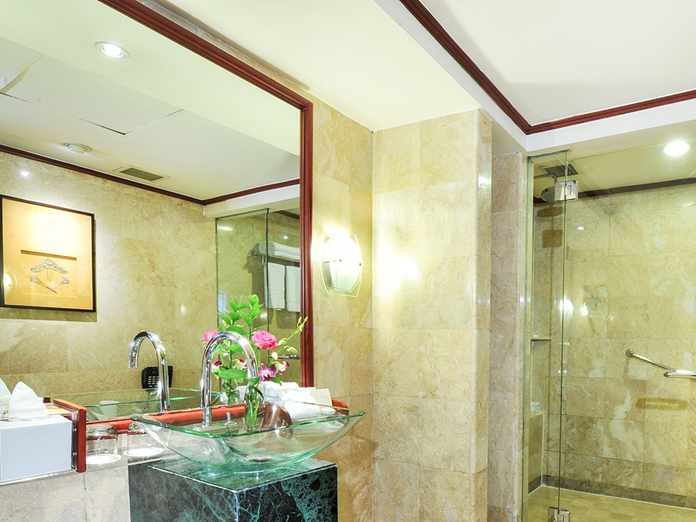 Executive Suite - Bathroom - Hotel Borobudur Jakarta