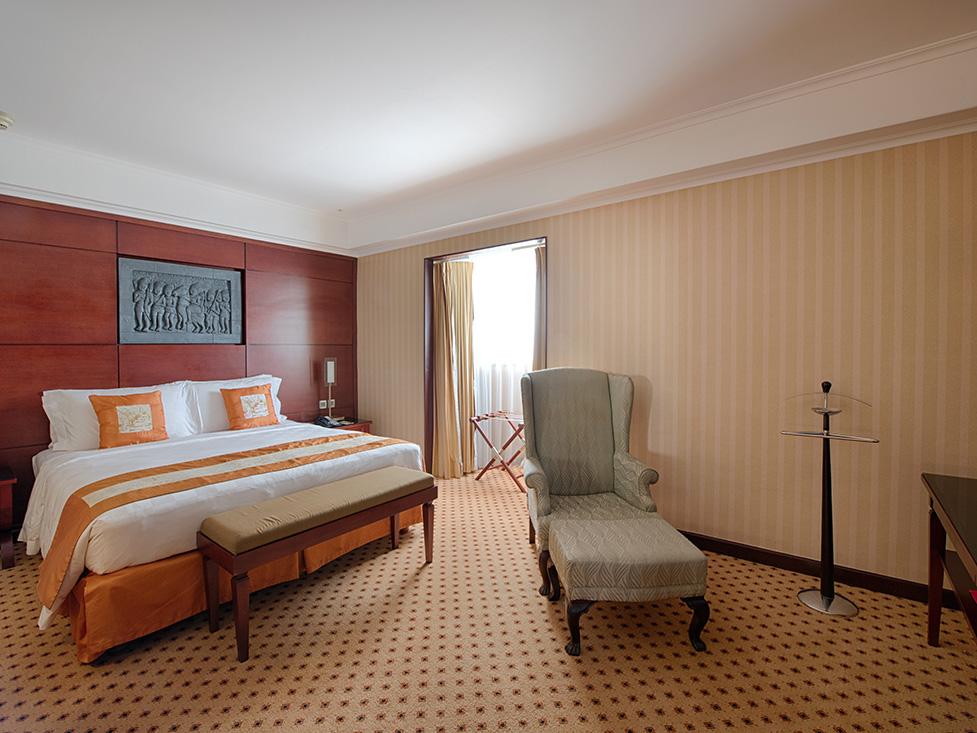 Executive Suite - Bedroom - Hotel Borobudur Jakarta