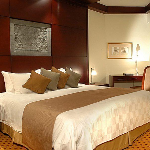 Garden Wing Three Bedroom - Bedroom - Hotel Borobudur Jakarta