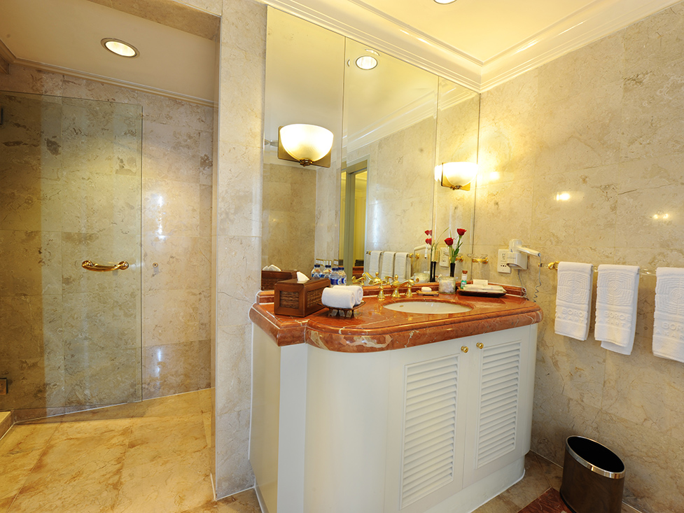 Presidential Suite Master Bathroom - Hotel Borobudur Jakarta