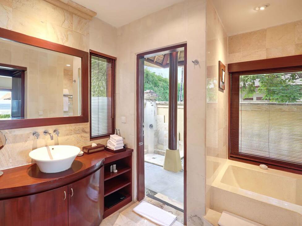 Beachfront Villa - Bathroom - Discovery Kartika Plaza Hotel