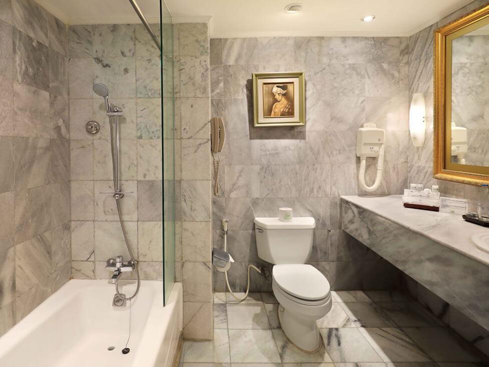 Discovery Suite - Bathroom - Discovery Kartika Plaza Hotel