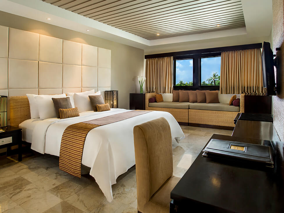 Discovery Suite - King Bedroom - Discovery Kartika Plaza Hotel
