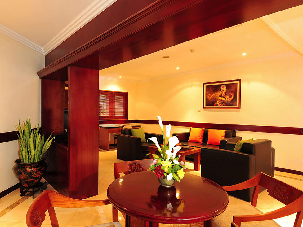 Junior Suite - Living Room - Discovery Kartika Plaza Hotel