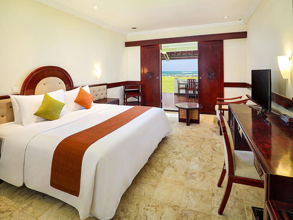 Grand Deluxe Ocean Front - Bedroom - Discovery Kartika Plaza Hotel
