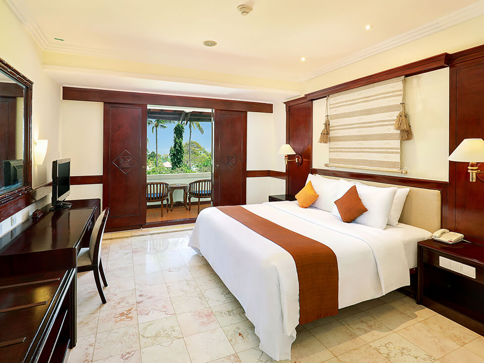 Junior Suite - Bedroom - Discovery Kartika Plaza Hotel