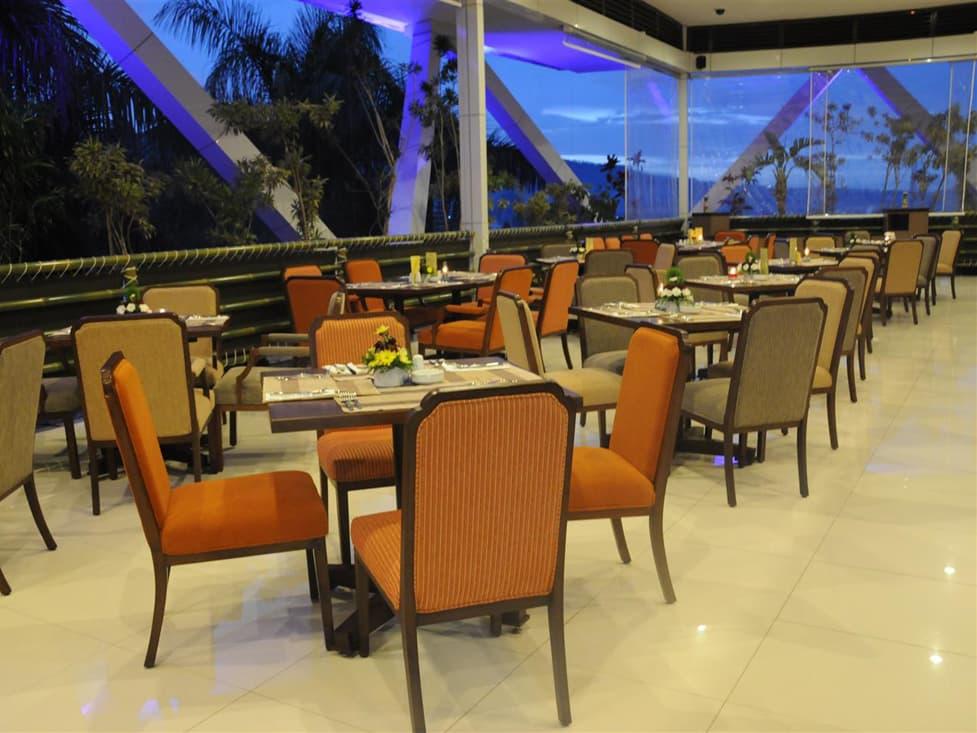Flamboyan Restaurant - Palace Hotel Cipanas