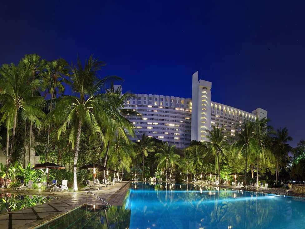 Sport Facilities - Swimming Pool - Hotel Borobudur Jakarta